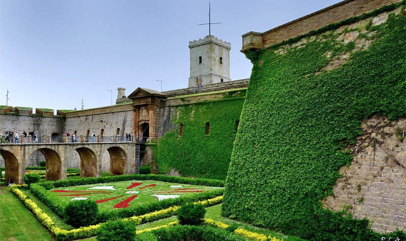 montjuic-castle-entrance